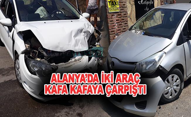 Alanya'da İki araç kafa kafaya çarpıştı