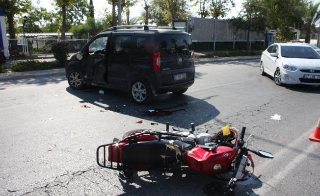 Motosiklet 'U' dönüşü yapan otomobile çarptı