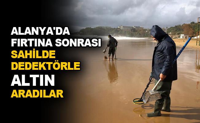 Alanya'da fırtına sonrası sahilde dedektörle altın aradılar