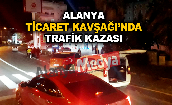 Alanya Ticaret Kavşağı'nda trafik kazası
