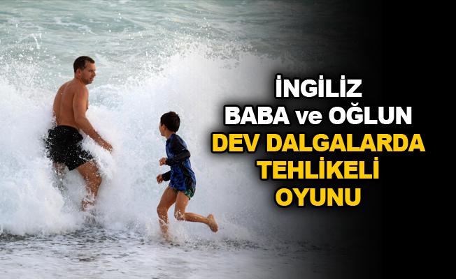 İngiliz baba ve oğlun dev dalgalarda tehlikeli oyunu