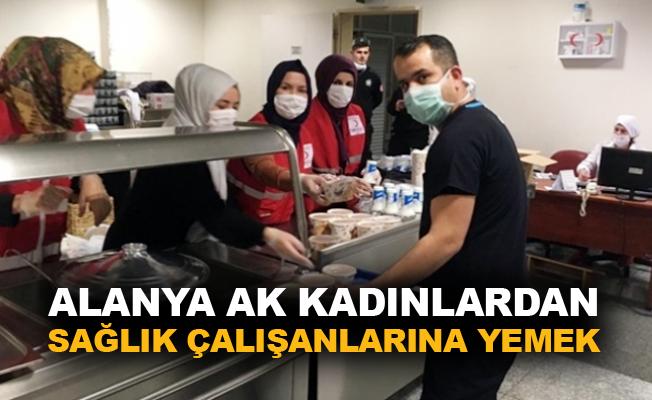Alanya AK kadınlardan sağlık çalışanlarına yemek