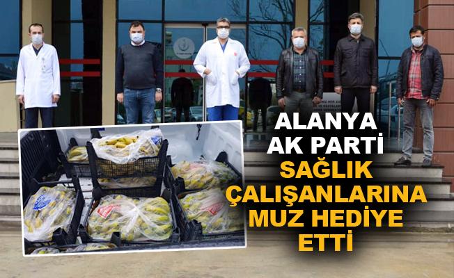 Alanya Ak Parti sağlık çalışanlarına muz hediye etti