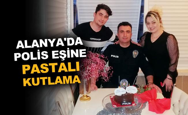 Alanya'da polis eşine pastalı kutlama