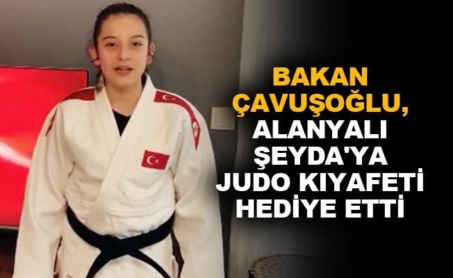 Bakan Çavuşoğlu, Alanyalı Şeyda'ya judo kıyafeti hediye etti