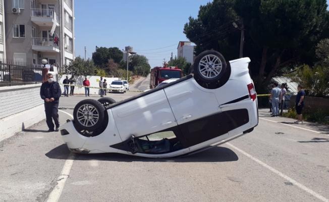 Devrilen araç sürücüsü yaralandı