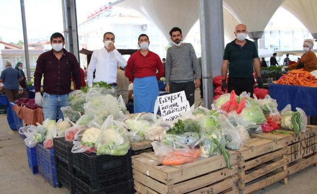 Pazarcı esnaflarından ihtiyaç sahiplerine sebze-meyve