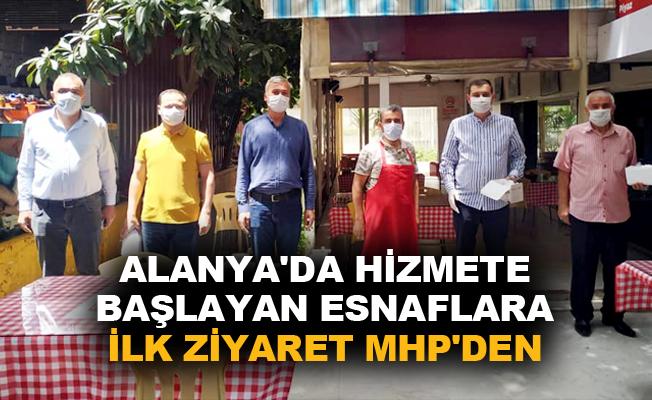 Alanya'da hizmete başlayan esnaflara ilk ziyaret MHP'den