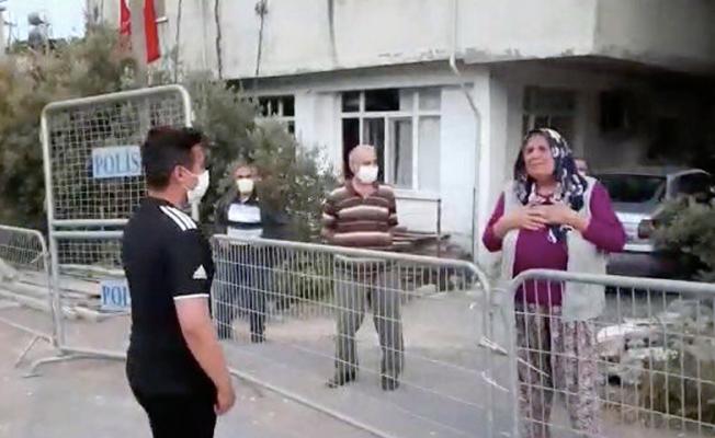 Torun ile babaannenin polis bariyerleri ardında terhis sonrası kavuşma anı