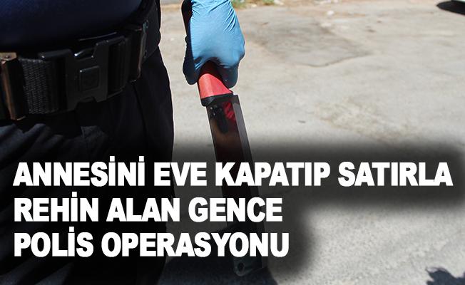 Annesini eve kapatıp satırla rehin alan gence polis operasyonu