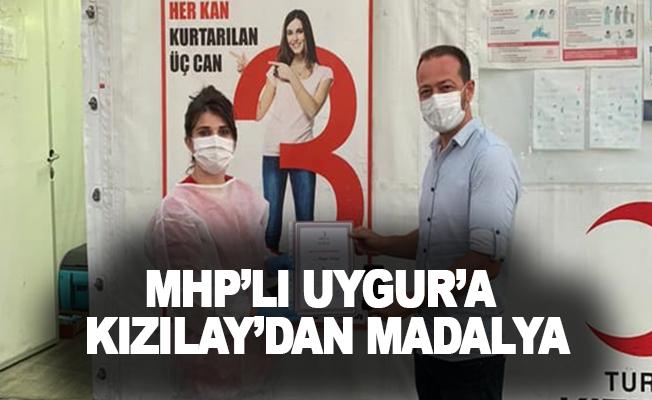 MHP'li Uygur'a Kızılay'dan madalya