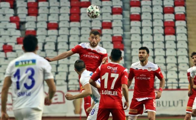 Süper Lig: FT Antalyaspor: 1 - Çaykur Rizespor: 2 (İlk yarı)