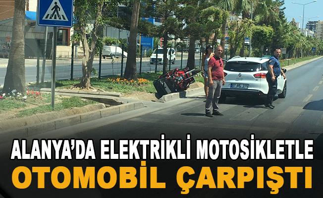 Alanya Tosmur'da Elektrikli Motosikletle Otomobil Çarpıştı