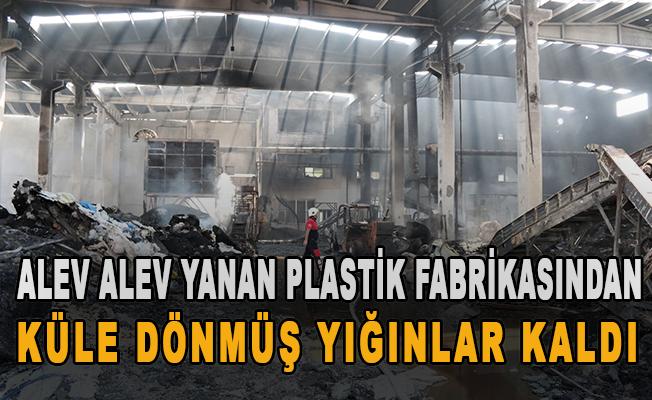 Alev alev yanan plastik fabrikasından küle dönmüş yığınlar kaldı