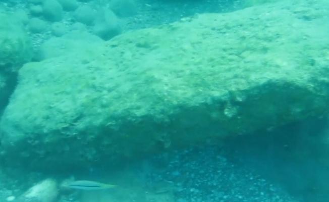 Konyaaltı Sahili'nde, Roma dönemine ait olduğu değerlendirilen tarihi kapı eşiği bulundu