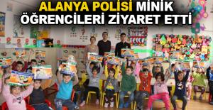 Alanya polisi minik öğrencileri ziyaret etti