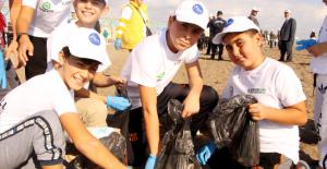 Çocuklar Sıfır Atık Projesi kapsamınsa sahilde temizlik yaptı