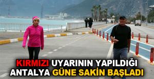 Kırmızı uyarının yapıldığı Antalya güne sakin başladı