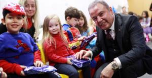 Kreşli minikler yeni yılı Başkan Böcek'le kutladı
