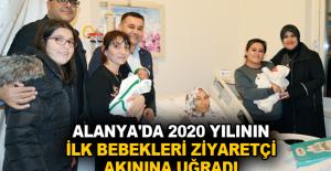 Alanya'da 2020 yılının ilk bebekleri ziyaretçi akınına uğradı