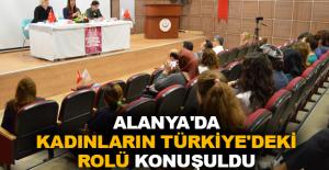 Alanya'da kadınların Türkiye'deki rolü konuşuldu