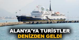 Alanyaya turistler denizden geldi