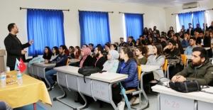 Biyomedikal uzmanlarından öğrencilere seminer