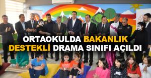 Ortaokulda bakanlık destekli drama sınıfı açıldı