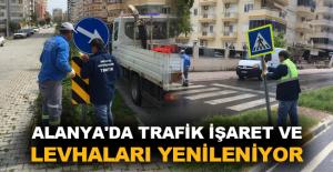 Alanya'da trafik işaret ve levhaları yenileniyor