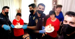 Polisten engelli kıza doğum günü sürprizi