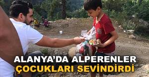 Alanya'da Alperenler çocukları sevindirdi