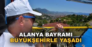 Alanya'da Bayram Büyükşehir'in mobil konserleriyle şenlendi
