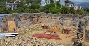 Alanya'da tarihi cami restore ediliyor