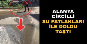 Cikcilli mahallesinde yollar su patlakları ile doldu