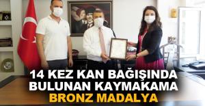 14 kez kan bağışında bulunan Kaymakam Çimşit'e bronz madalya