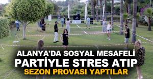 Alanya'da sosyal mesafeli partiyle stres atıp sezon provası yaptılar
