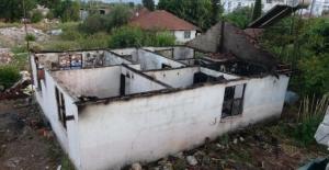 Çıkan yangında müstakil ev kullanılmaz hale geldi