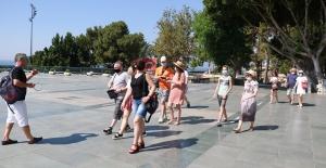 Antalya aylar sonra ilk turist kafilesini ağırladı