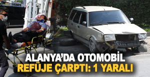 Alanya'da otomobil refüje çarptı 1 yaralı
