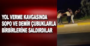 Antalya'da yol verme kavgasında sopa ve demir çubuklarla birbirlerine saldırdılar
