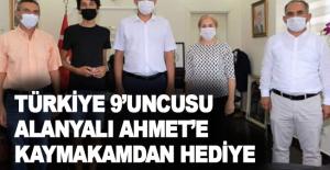 Türkiye 9'uncusu Alanyalı Ahmet'e kaymakamdan hediye