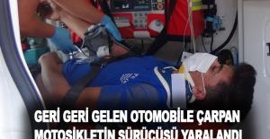 Geri geri gelen otomobile çarpan motosikletin sürücüsü yaralandı