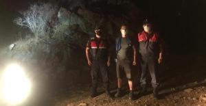 Kaybolan turisti jandarma buldu