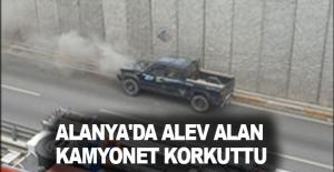Alanya'da alev alan kamyonet korkuttu