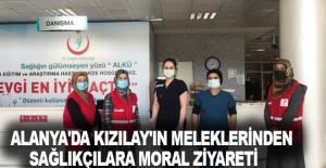 Alanya'da Kızılay'ın meleklerinden sağlıkçılara moral ziyareti