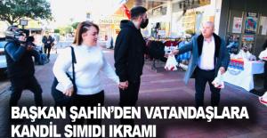 Başkan Şahin'den vatandaşlara kandil simidi ikramı