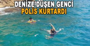 Falezlerden denize düşen genci, polis kurtardı