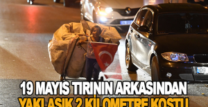 Türk bayrağıyla 19 Mayıs tırının arkasından yaklaşık 2 kilometre koştu