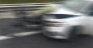 Alanya'da motosiklet ile otomobil çarpıştı