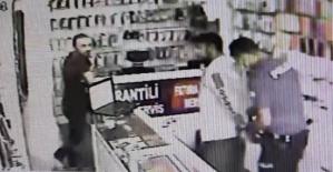 Hırsızlık yaptığı dükkanın yanından tekrar geçince içeriye kilitlenip, polise teslim edildi